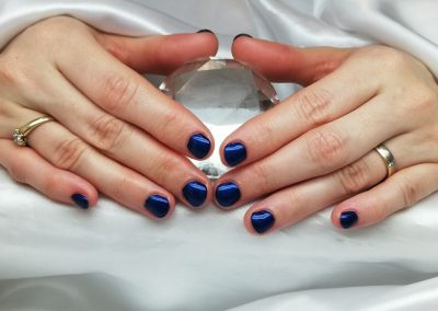 Neumodellage mit Rubber Base Clear, Fibre Xtreme Gel - Crystsal, OS Midnight Blue und versiegelt mit Crystal Shine (Gel)